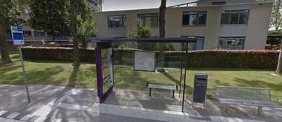 Drie tieners laten niets over van bushokje aan Steendorpstraat in Breda