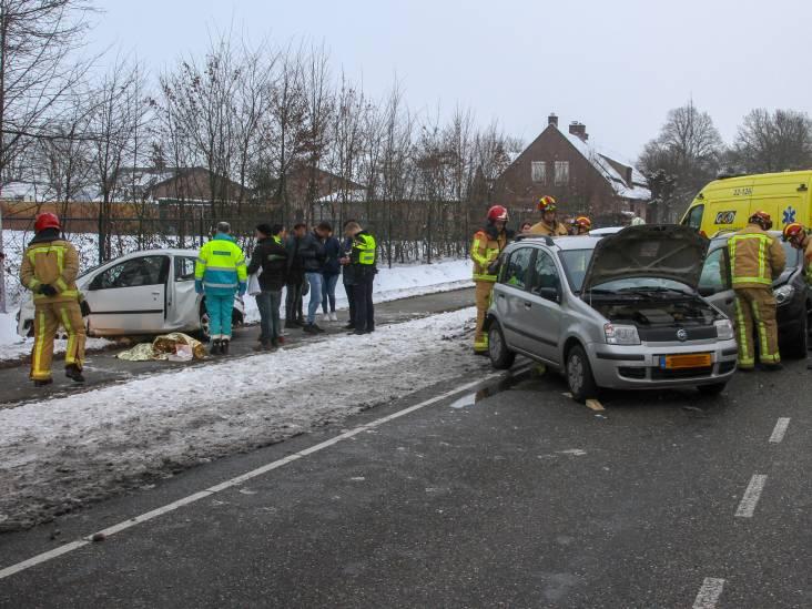 Vier auto's betrokken bij ongeluk op Langstraat in Deurne