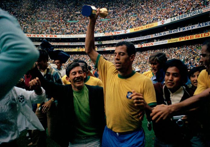 Aanvoerder Carlos Alberto met de wereldbeker in 1970.