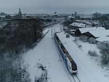 Nieuwe trein trotseert het winterweer in Kampen