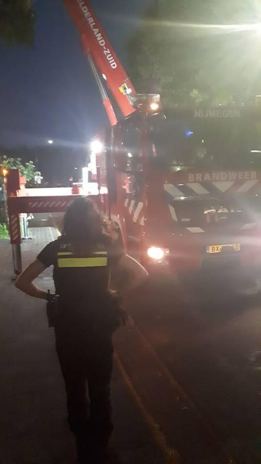 De brandweer schoot de vrouw die zichzelf buitengesloten had te hulp.