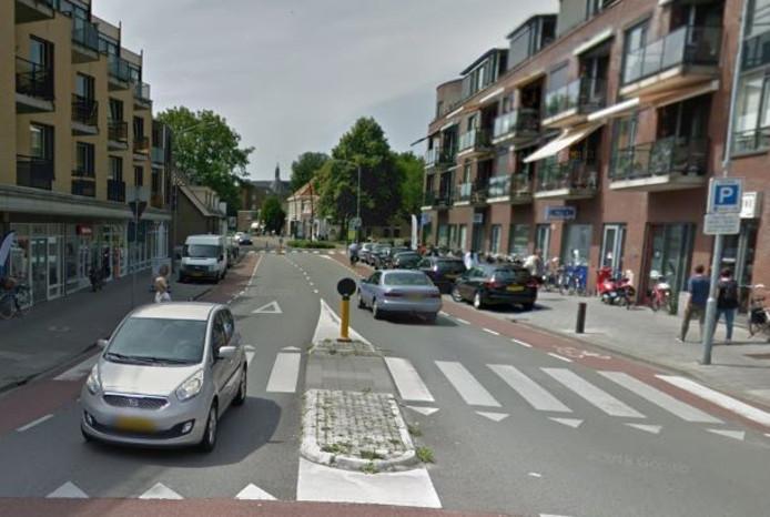 In de Luttekepoortstraat worden vijf parkeerplaatsen opgeheven. Er blijven vier invalideparkeerplaatsen over.