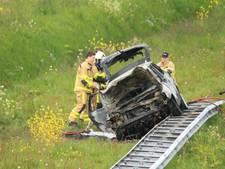 Drie gewonden bij autobrand A50 Apeldoorn, omstanders redden inzittenden