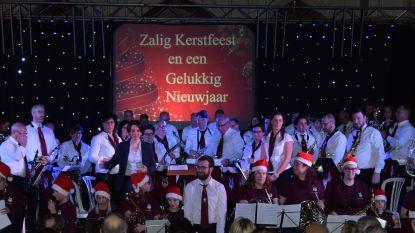 """Harmonie De Breydelzonen zet dirigente in de bloemetjes: """"Jeugdwerking is dé rode draad doorheen het werk van Tania"""""""