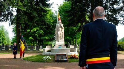 Borsbeek herdenkt einde Tweede Wereldoorlog met intieme hulde aan monument