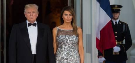 'Drukke' Trump scheept jarige Melania af met bloemen en een kaart