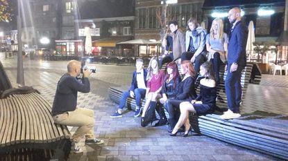 Markt vormt decor voor avondlijke fotoshoot