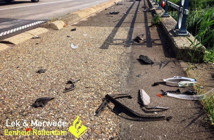 Ravage op de weg na het ongeluk.