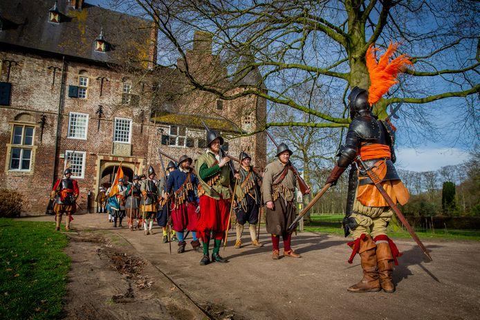 Leden van de Mars compagnie te voet zijn zaterdag en zondag te zien bij kasteel Hernen.