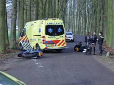 Motorrijders en wielrenner moeten uitwijken voor auto in Velp, één gewonde