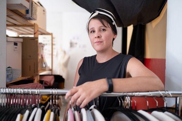 modeontwerpster Ine De Haes in haar atelier.