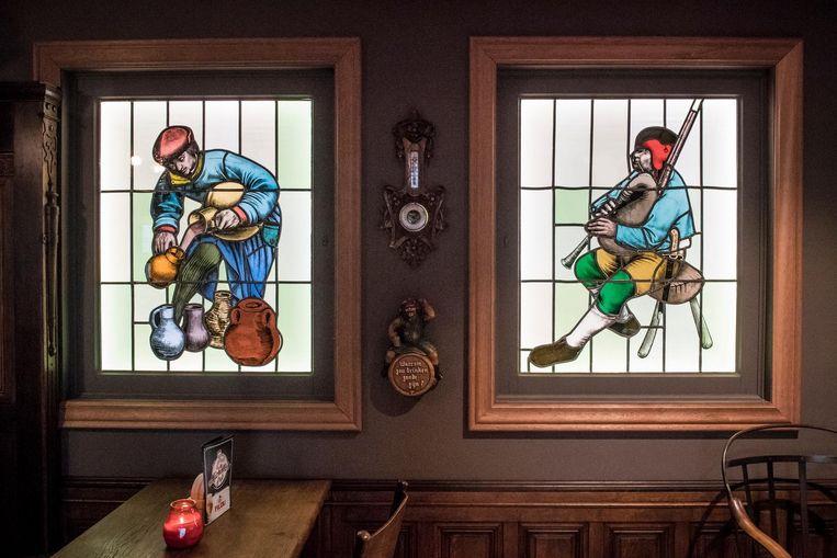 Deze glasramen komen nog van de oude brouwerij in Ingelmunster, voor die gesloopt werd.