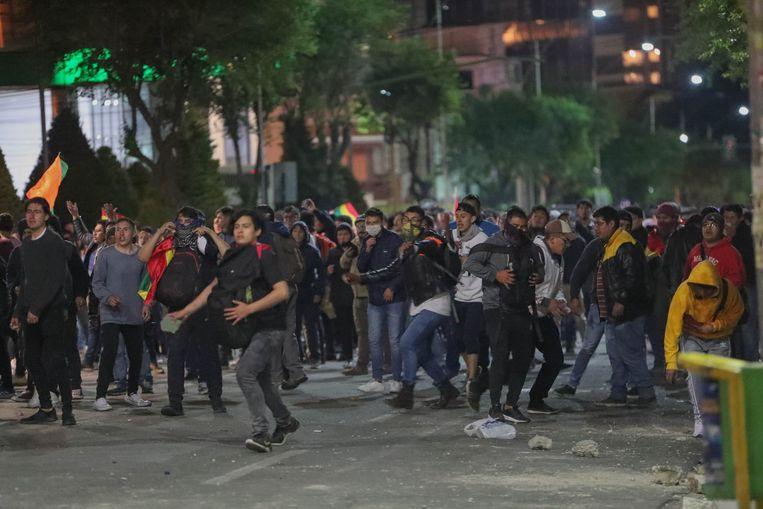 In hoofdstad La Paz braken onlusten uit tussen voor- en tegenstanders van Morales.