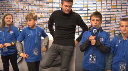 """Genk-supportertjes leren de kneepjes van het commentaarvak: """"Ik noem hem gewoon keeper Club Brugge"""""""