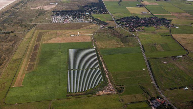 Zonnepark Ameland voorziet met zonnecellen 1500 huishoudens van energie. Beeld Harry Cock / de Volkskrant