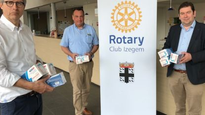 Rotary Club Izegem schenkt 2.000 mondmaskers aan gemeente Ledegem