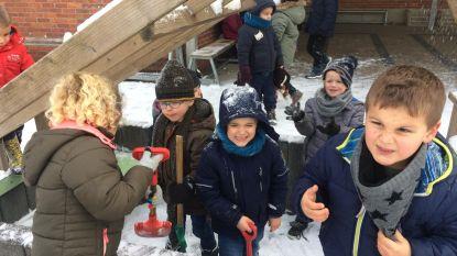 IN BEELD: Sneeuwpret op de speelplaats in Houthalen-Helchteren