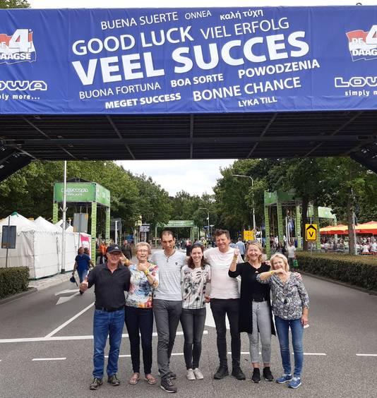 Het zevental bij de start op de Wedren in Nijmegen.