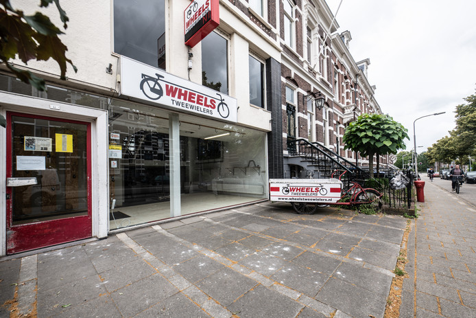 Fietsenzaak Wheels aan de Sint Annastraat is op last van burgemeester Hubert Bruls een maand gesloten.