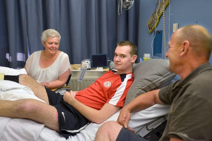 Toen Remco van Bogget in het ziekenhuis lag, kreeg hij iedere dag bezoek van zijn moeder Miriam en vader Marcel.