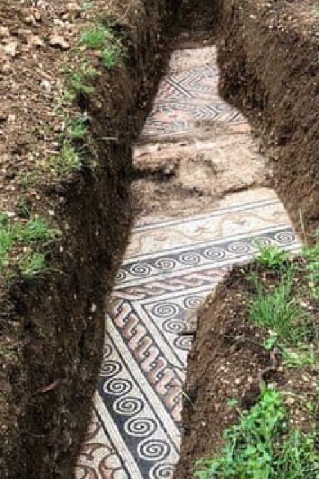 Archeologen in rep en roer: eeuwenoude schat ontdekt onder wijngaard in Italië