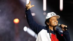 Bruno Mars onderbreekt concert wegens brand