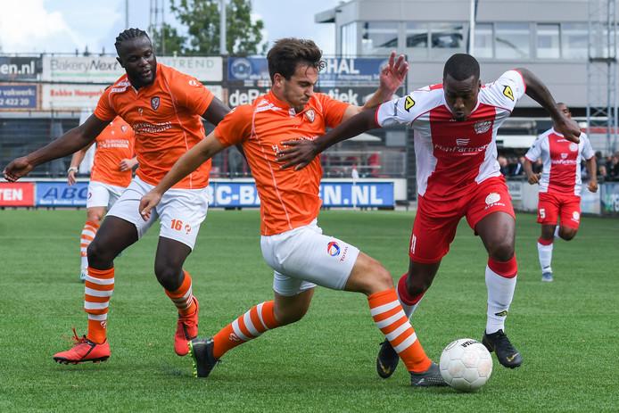 Daan Disveld (midden) heeft zijn laatste wedstrijd voor TEC gespeeld.