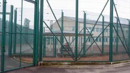 400 betogers voeren actie aan gesloten centrum Vottem na zelfmoord van uitgezette vluchteling