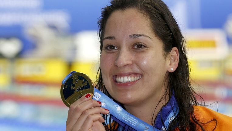 Ranomi Kromowidjojo met haar gouden medaille op de LEN European Short Course Swimming Championships in Israël afgelopen jaar. Beeld epa