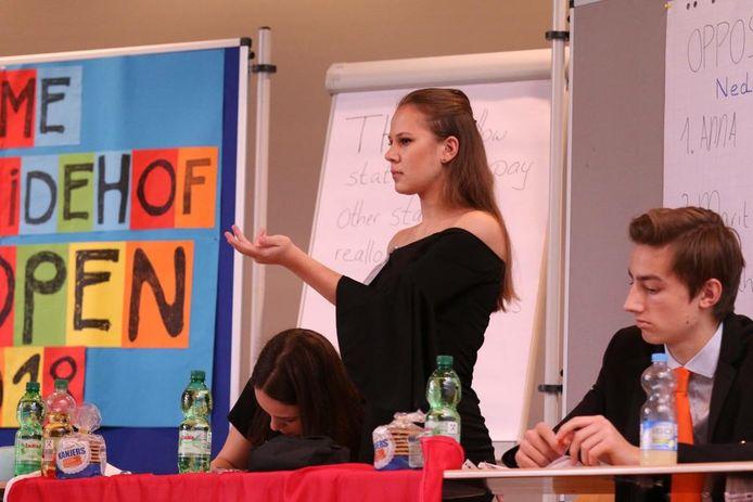 Marit van den Helder in actie.