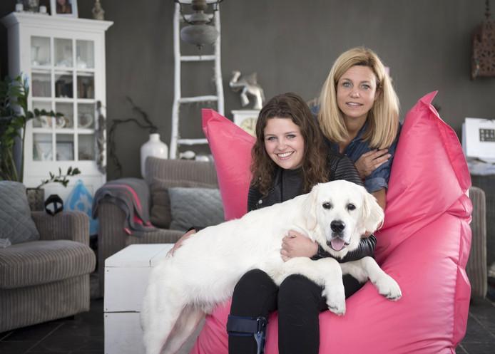 Tara van der Heijden en haar moeder Corinne.