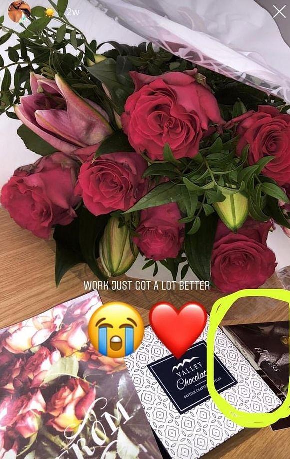 De nieuwe vriendin van Michael zette een foto van de bloemen op sociale media.