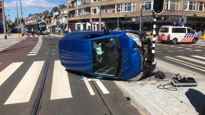 Bizar ongeluk: mama valt flauw achter stuur nadat Nederlandse jongen (11) getrokken kies laat zien