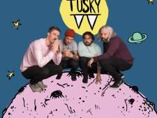 Tusky: vuige, 'slagtandige' songs met humor in Altstadt in Eindhoven