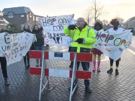 Verkeersregelaar Ton uit Oost-Souburg moet tegen zijn zin weg: 'Nu is het een puinhoop'