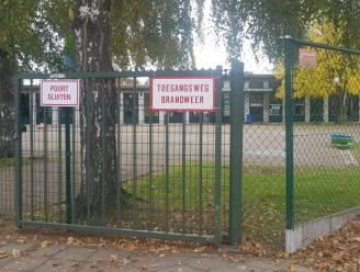 Gordijnen in klaslokaal van basisschool De Wegwijzer vatten vuur door defecte kookplaat