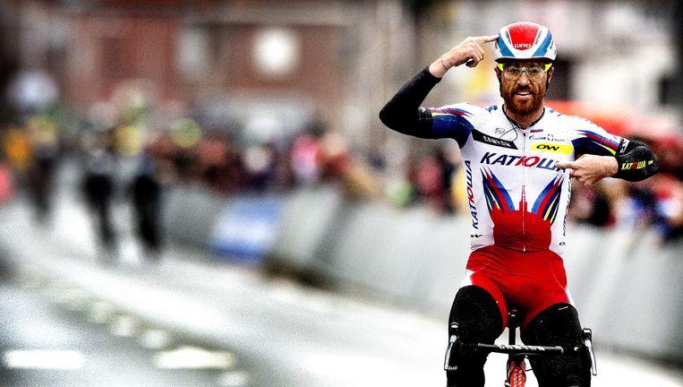 Paolini passeert de finish: een overwinning dankzij verstand en passie. Beeld Klaas Jan van der Weij