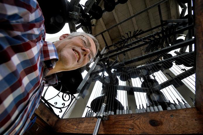 Stadsbeiaardier Toni Raats beklimt iedere week de toren van de SintJanskerk, naar het carillon: 'Mijn aanstelling was echt een geschenk. En zo voelt het nog steeds.' foto Robert van den Berge/het fotoburo IPTCBron  Robert van den Berge/hetfotoburo;Robert van den Berge  Roosendaal   11/01/2016  foto: Robert van den Berge  50 jaar Carillion in de St Jan  stadsbeiaardier Toni Raats;Roosendaal;Nederland