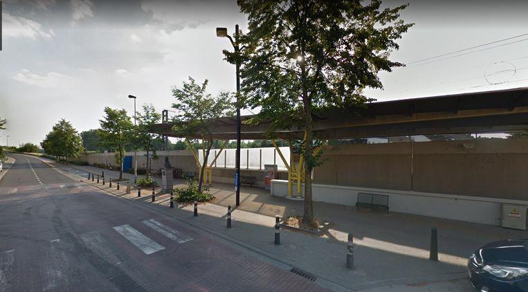 In de buurt van het station van Lot wil de Vlaamse overheid een nieuwe pendelparking bouwen maar Groen stelt in Beersel een alternatief voor.