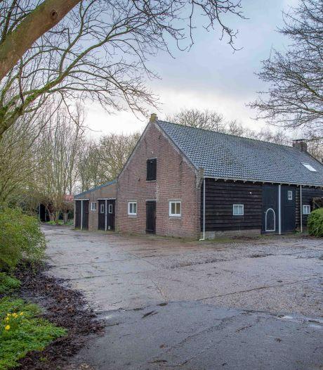 Woonboerderijen bij knooppunt Stelleplas opnieuw in verkoop