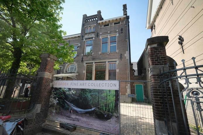 Het pand van de voormalige muziekschool in de Weverstraat waarin Collectie De Groen is gevestigd.