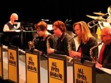 All Times Bigband op podium  met oudgedienden als invallers