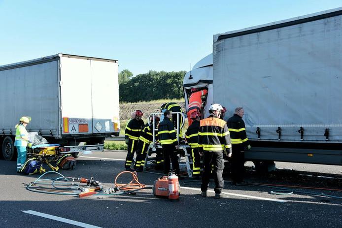 Bij het ongeluk waren 2 vrachtwagens betrokken.