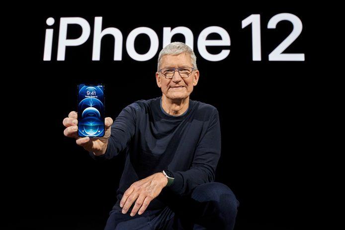 Apple-CEO Tim Cook presenteert de nieuwe iPhone 12 Pro.