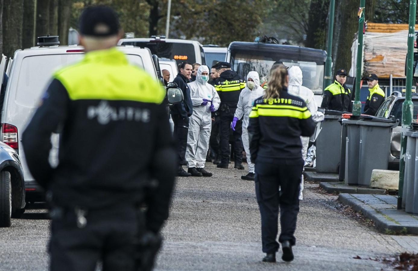 Beeld van de politie-actie vorige week bij het woonwagenkamp in Oss.