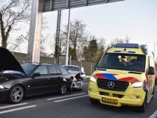 Gewonde bij botsing tussen twee auto's in Almelo
