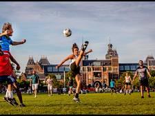 Parken vol met voetbalvrouwen
