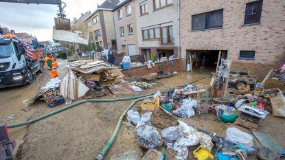 Inwoners Witte Roos ruimen heel weekend modder