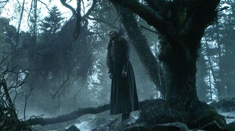 Selyse, de vrouw van Stannis, pleegt zelfmoord. Beeld HBO