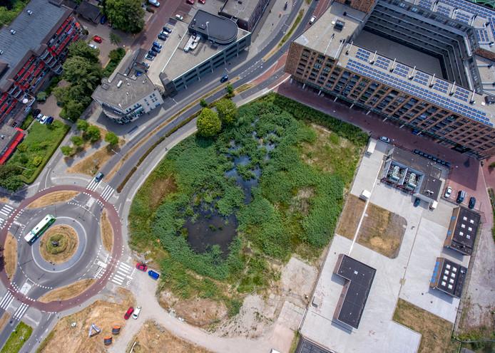 Het braakliggend terrein bij de Havenstraat en de Prins Bernhardlaan.